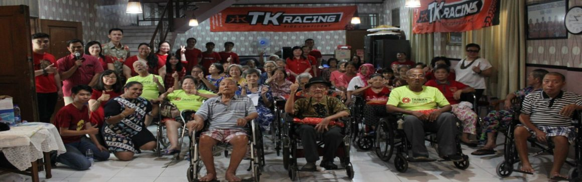 TK Racing berbagi kasih dengan oma dan opa di panti werdha wisma mulia